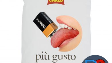 """Photo of Ognuno portò qualcosa alla festa. Giorgio pensò alle patatine gusto """"Batteria 9V"""""""