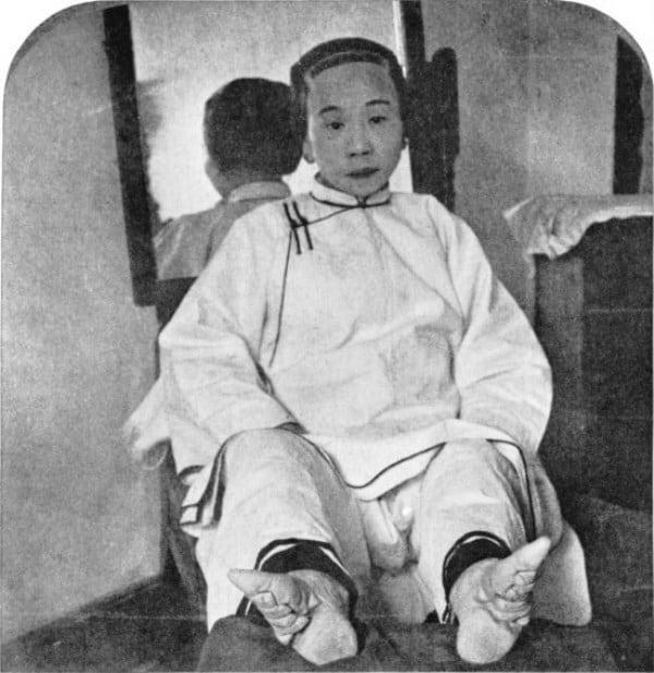 Photo of Il bambino entrò in punta di piedi e poi si mise a sedere