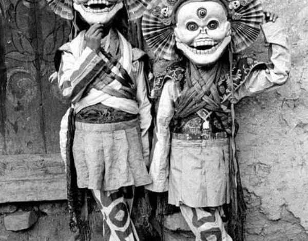 I bambini con tre occhi sono dotati di possenti mascelle