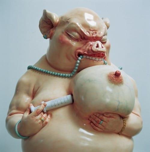 Photo of Quella scrofa amava masticare la sua collana fatta di perle finte