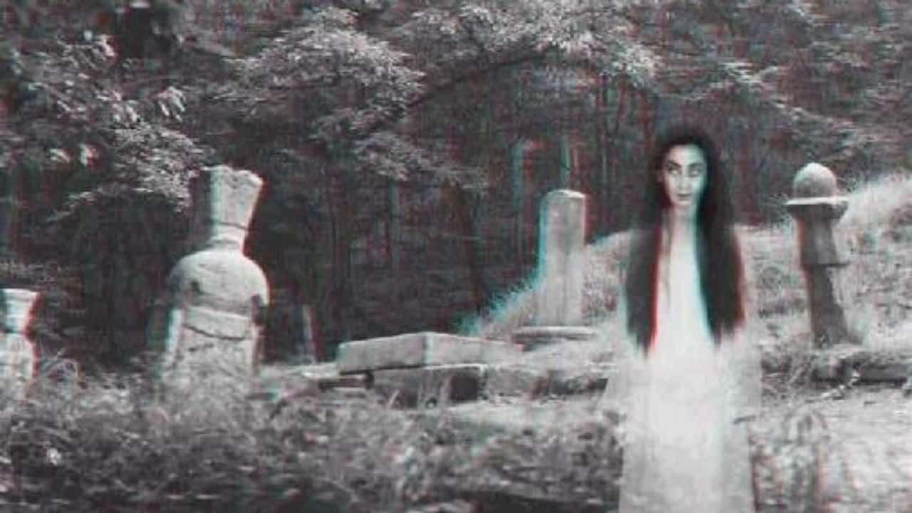 Photo of Se i fantasmi possono attraversare i muri e scivolare giù per le scale, perché non cadono attraverso il pavimento?