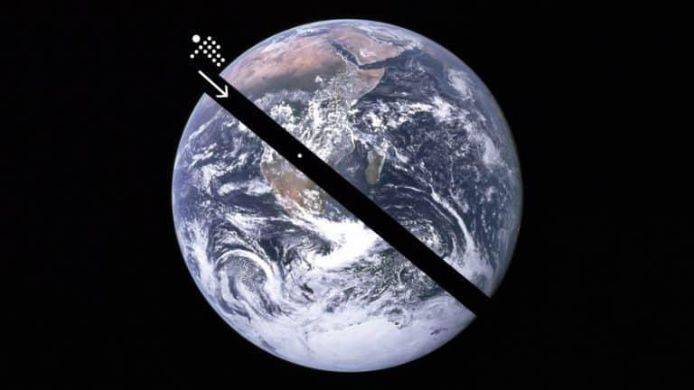 Photo of Se scavassi un buco attraverso il centro della terra, e saltassi dentro, resterei al centro a causa della gravità?