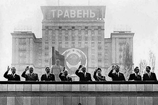 Le foto del primo maggio: Nel 1986 una parata radioattiva a Kiev